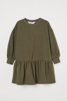 Sweatshirt dress - Khaki green - Kids | H&M GB 3 Khaki Dress, Gray Dress, Cut Sweatshirts, Black Kids, Sweatshirt Dress, Fashion Company, Neue Trends, Lady, Kids Fashion