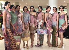 Beberapa kumpulan inspirasi model kebaya modern terbaru indonesia 2017, kebaya wisuda kebaya pernikahan kebaya casual atau kebaya kantor.