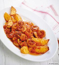 Currywurst-Gulasch mit Backkartoffeln