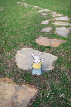 Hank said he gets asked that a lot this time of year, but no, he's just a regular rabbit. 3d Street Art, Street Art Graffiti, Graffiti Artists, Abstract Sculpture, Sculpture Art, Metal Sculptures, 3d Chalk Art, Art 3d, New York Graffiti