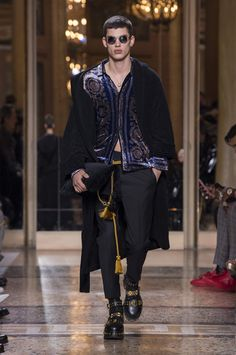 dd5c8c062e949 Discover the Men s Autumn Winter Fashion Show by Versace