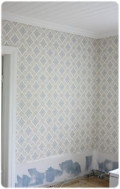 Tapet Dellen ur Gammelsvenska kollektionen Swedish Interiors, Scandinavian Interior, Swedish Cottage, Old Country Houses, Floor Ceiling, Wall Finishes, Scandi Style, Paper Decorations, Wall Wallpaper