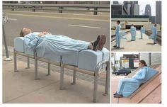 #Résistance un artiste imagine des solutions loufoques pour contourner les sordides mobiliers urbains anti SDF ! http://www.urbanews.fr/2013/12/06/37382-ville-rigide-ville-securitaire-quand-les-bancs-publics-crees-des-exclusions/