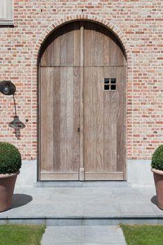 Huis in pastoriestijl nabij Sint-Niklaas - Wonen Landelijke Stijl Feng Shui, Belgian Style, Brick Architecture, Mansions Homes, Entry Doors, Front Doors, Windows And Doors, Entryway Decor, Home Deco