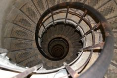 Arc d'Triomphe spiral stairs