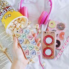 Livro Música Pipoca = Fim de sábado! {cases: patches que eu amo e óculos donuts} [FRETE GRÁTIS A PARTIR DE DUAS GOCASES] #gocasebr #instagood #iphonecase #book #music #popcorn #sublinhando #minhagocase