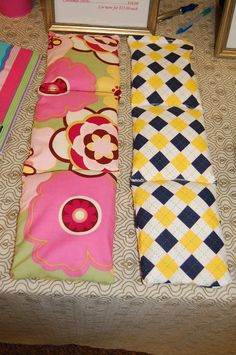 Soothie Wraps Made with rice and lavender. Heat in the microwave for 30 seconds to 1 minute to use as a warm wrap or it can go in the freezer to use as a cold pack. I also use cracked feed corn. Diy Sewing Projects, Cool Diy Projects, Sewing Ideas, Learn To Sew, Learn To Crochet, Feed Corn, Corn Bags, Magic Bag, Hot Cold Packs