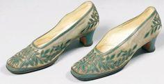 Circa 1924 | Perugia pour Paul Poiret | Ces souliers furent portés par Denise Boulet-Poiret le 24 décembre 1924 lors du dernier dîner donné avenue d'Antin. Ils étaient alors portés avec la robe modèle Persane, Hiver 1924.