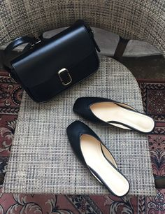 Work essentials for the lady boss ~ low-heel mules and leather bag Boss Lady, Chanel Ballet Flats, Low Heels, Heeled Mules, Leather Bag, What To Wear, Essentials, Gucci, Stylish