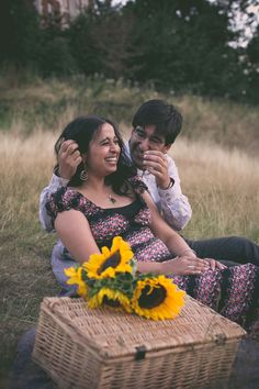 Taran Wilkhu Photography - greenwich engagement shoot picnic