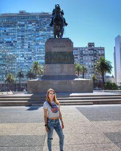 Hola Montevideo! To passando muito rápido pela cidade mas já deu pra ver como as coisas são por aqui! Cidade linda bem cuidada e super tranquila!  surpreendeu positivamente!!  #uruguay #holidays #holidayseason #ferias #montevideo #americaDoSul #finalDeAno #southAmerica