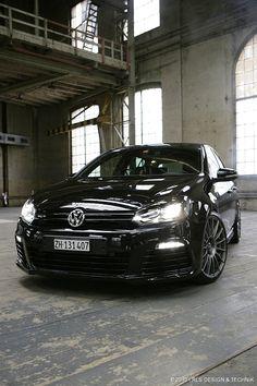 "Superturismo LM 19"" on VW Golf 2.0 TSI R ""Wolf Pack"" by RLS"