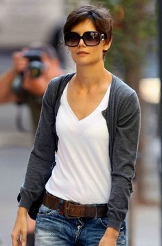 Haircut short hair katie holmes 53 ideas hair haircut trendy how to wear hats with short hair my style hair howtowear Katie Holmes Haircut, Short Hair Outfits, Girl Outfits, Medium Length Hair With Layers, Grunge Hair, Pixie Hairstyles, Layered Hairstyles, Great Hair, Cut And Color