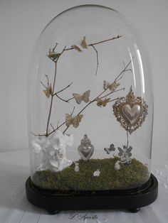 Globe, vase de mariée, ex-voto, papillons The Bell Jar, Bell Jars, Cloche Decor, Plant In Glass, Rose In A Glass, Glass Dome Display, Bell Design, Vases, Glass House
