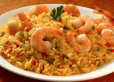 Πιλάφι με γαρίδες. Ένα φανταστικό νηστίσιμο φαγητό με ένα υπέροχο, εύγευστο πιλάφι,αφού η γεύση της γαρίδας είναι πάντα ακαταμάχητη.Ένα νόστιμο χορταστικό Greek Recipes, Cooking Time, Fried Rice, Seafood Recipes, Risotto, Shrimp, Food And Drink, Ethnic Recipes, Recipes With Rice