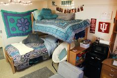 McNutt Residence Center How Much Do Hardwood Floors Cost? Boy College Dorms, College Apartments, College Gifts, Unfinished Hardwood Flooring, Urban Outfitters, Dorm Hacks, Fashion Room, Fashion Night, Women's Fashion