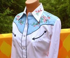 vintage 60's women's blouse WESTERN pearl snaps shirt embroidered yoke floral smiley square dancing rodeo Medium Large 70s fenton