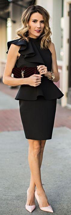 Robe noire, tenue de soirée, pochette Yves St Laurent, look chic