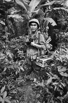 Japanese UPI war photographer Kyoichi Sawada (1936 - 1970) in Vietnam 1967