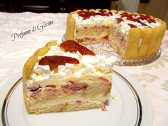 torta tiramisu alle fragole - tiramisu cake with strawberries Delicious Cake Recipes, Sweets Recipes, Yummy Cakes, Baby Food Recipes, Strawberry Cakes, Strawberry Recipes, Italian Desserts, Sweet Desserts, Cheesecake