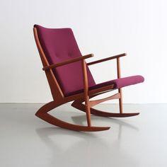 Teak rocking chair designed by Søren Georg Jensen in 1958. #midcentury #midcenturyfurniture #berlin #neukölln #danishdesign #scandinaviandesign #teak #rockingchair #schaukelstuhl #danishmodern #vintage #vintagefurniture #design #schauraum #schauraumneukoelln #germany #deutschland