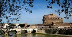 La miglior cornice per una notte romana di mezza estate è sicuramente Castel Sant'Angelo, per assistere a uno dei tanti concerti di musica classica che popolano le serate della città, avvolti dalle luci che illuminano il castello, o più semplicemente per un bacio mozzafiato sotto le stelle sul Ponte Sant'Angelo. http://www.romanticoweekend.blogspot.de/2014/09/Top-10-Roma.html #roma #italia #italy #viaggiare #travel #rome #weekendromantico #castelsantangelo