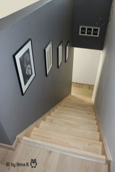 - Photo de Mon escalier - elle bricole, mais pas que… Basement Stairway, Stairway Walls, Stairs, Decoration Cage Escalier, Dream Home Design, Home Interior Design, Picture Wall Staircase, Country Cottage Living Room, Hallway Colours