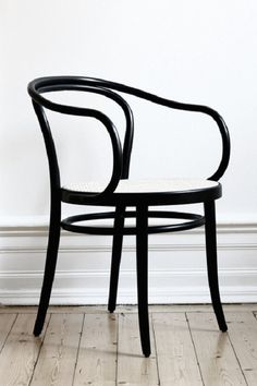 Thonet chair No. 30. Pinned by a Taste Setter: www.thetastesetters.com