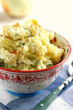 Creamy and classic, this vegan potato salad recipe is a summer favorite! Easy to make, and everyone loves it! Make this for your next barbecue or potluck dinner.