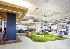 Desain kantor seperti ini yang membuat para karyawan jadi betah dan tambah semangat dalam bekerja. #desainkantor #kantor #interiordesign