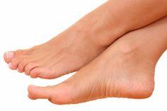 Para você que sofre com pés inchados, o Lar Natural traz soluções naturais e dicas para aliviar e combater o problema. Você vai adorar!