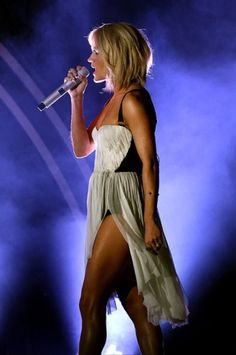 Carrie Underwood at the 2016 Grammy Awards. @blownxawayx94