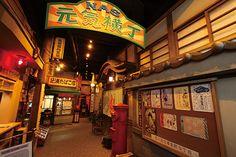 東京・西日暮里の「スポーツクラブNAS西日暮里」はシニア層ユーザー獲得のために、これまで一般的とされてきたキャンペーンによる割引ではなく、昭和30年代の町並みを再現した「元気横丁」や、60歳以上の会員限定のサロン「ロイヤルルーム」を用意し、運動する気分になれないときでも気軽に遊びにこられる交流の場を提供している。