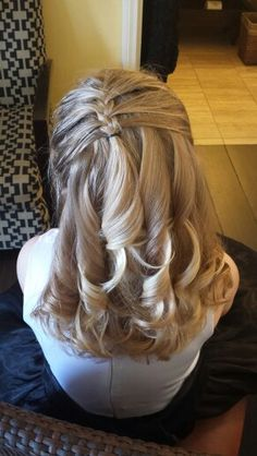 Flower girl updo - All About Hairstyles Communion Hairstyles, Dance Hairstyles, Flower Girl Hairstyles, Little Girl Hairstyles, Braided Hairstyles, Wedding Hairstyles, Cool Hairstyles, Tween Hairstyles For Girls, Girls Updo