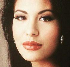 Selena Quintanilla Perez, 90s Hip Hop, Hip Hop And R&b, Selena And Chris, Selena Pictures, Lake Jackson, Film Aesthetic, American Singers, Idol