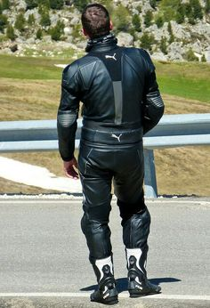 An exquisite selection of motorcyclists. Motorcycle Wear, Motorcycle Leather, Leather Jeans, Leather Jacket, Bike Leathers, Men Tumblr, Biker Gear, Attractive Men, Bikers