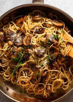 Skillet with spaghetti and mushrooms Mushroom Recipes, Veggie Recipes, Pasta Recipes, Chicken Recipes, Vegetarian Recipes, Cooking Recipes, Healthy Recipes, Recipe Pasta, Rice Recipes