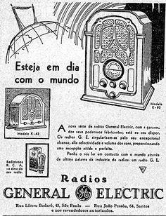 """""""A nova série de rádios General Electric, com garantia dos seus poderosos fabricantes, está ao seu dispor. Os rádios G. E. singularizam-se pelo seu excepcional alcance, alta selectividade e volume dos sons, proporcionando uma recepção nítida e perfeita. Ponha o seu lar em contacto com o mundo através da última palavra da indústria de rádios"""". Publicado dia 3 de dezembro de 1933.    http://blogs.estadao.com.br/reclames-do-estadao/2010/08/24/fique-em-dia-com-o-mundo/"""