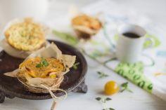 Dania z zapieczonym serem są smaczne, sycące i łatwe do wykonania. Można je przyrządzić na wiele sposobów i jeść jako przekąskę, na śniadanie, obiad lub kolację. Szybkie i proste w przygotowaniu, wcale nie muszą oznaczać nudnego posiłku. Na dowód tego, przedstawiamy przepisy z nowymi serami Hochland 'Na gorąco!'. Wyjątkowo smaczne z dużą ilością dodatków doskonałe do zapiekania w piekarniku, tosterze lub opiekaczu. Zachęcamy do spróbowania! Smacznego!