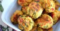 Feta, Red Pepper and Spinach Quinoa Balls (little kid friendly recipes) I Love Food, Good Food, Yummy Food, Quinoa Balls, Baby Food Recipes, Cooking Recipes, Vegetarian Recipes, Healthy Recipes, Snacks Für Party