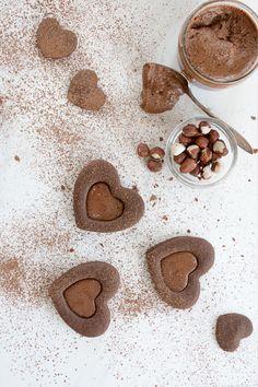 ... chocolate nutella heart linzer cookies ...