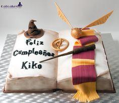 Como fazer um livro - How To make a book cake Harry Potter Book Cake, Harry Potter Fiesta, Gateau Harry Potter, Cumpleaños Harry Potter, Harry Potter Birthday, Anniversaire Harry Potter, Gourmet Cakes, Cake Shapes, Book Cakes