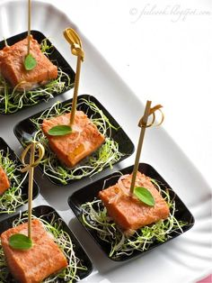 Salmon trout marinated in Muscat Great Appetizers, Appetizer Recipes, Tapas, Vegan Starters, Marinated Salmon, Dinner Party Recipes, Food Decoration, Antipasto, Food For A Crowd