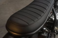 I like the seat styling on this. This sweet little Yamaha is the build from custom motorcycle workshop Cafe Racer Dreams. Cafe Racer Dreams, Cg 125 Cafe Racer, Cafe Racer Parts, Cafe Racer Seat, Cafe Racer Bikes, Cafe Racers, Workshop Cafe, R1200r, Motorcycle Workshop