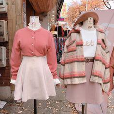 Korean Fashion – How to Dress up Korean Style – Designer Fashion Tips Cute Fashion, Look Fashion, Teen Fashion, Fashion Outfits, Fashion Design, Cute Korean Fashion, Petite Fashion, Fashion Tips, Couple Outfits