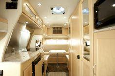 Imagem de http://www.motorhomeandrvhire.com/images/canadream/dvc/interior2.jpg.