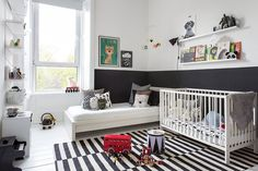 Monochrome kids room with colorful details Baby Bedroom, Baby Room Decor, Kids Bedroom, Kids Rooms, Monochrome Nursery, White Nursery, Baby Room Design, Shared Rooms, Kid Spaces