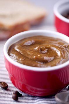 J'avais envie d'inventer une nouvelle recette de curd. Après le strawberry curd (parfum fraise), le lime curd (parfum citron vert), voici le coffee curd. L