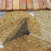Wanting to lay your own gravel patio, seating area or landscape space? It's easier than you think! Read on for simple instructions to create your own gravel oasis... in minutes! Patio Wall, Cement Patio, Gravel Patio, Wood Patio, Patio Privacy, Fireplace Modern, Wall Wood, Patio Design, Driveways