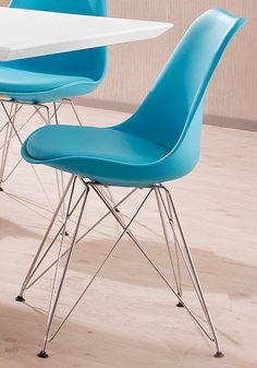 Ob für die Küche, das Esszimmer oder als zusätzliche Sitzgelegenheit im Wohnraum: Der modern gestaltete Stuhl im 2er-Set ist individuell einsetzbar. Das Gestell ist aus Chrom gefertigt und in einer überkreuzten Formgebung gehalten, welche den zeitgemäßen Look gekonnt unterstreicht.